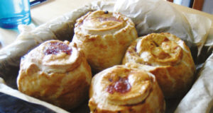 Venison-pies-with-vanilla-sauce