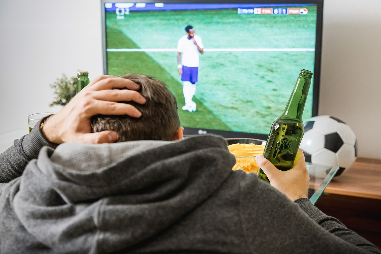 ", Sports Pubs in Battle with ""the Sofa"" When it Comes to Live Sports Viewing!"